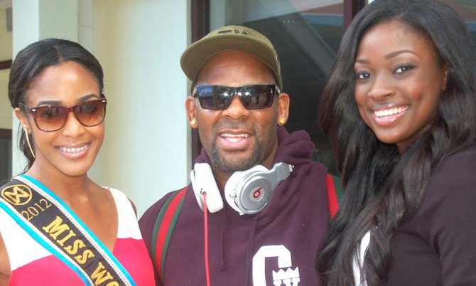 Miss World Bahamas 2012 De'Andra Bannister, R Kelly and Miss Universe Bahamas 2012 Celeste Marshall. Photo/Fresh Entertainment Bahamas.