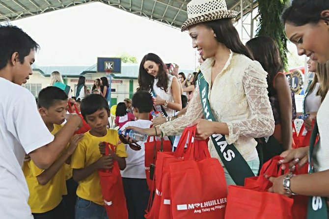VANDIA Sands meeting locals in the Philippines, which is hosting the pageant.