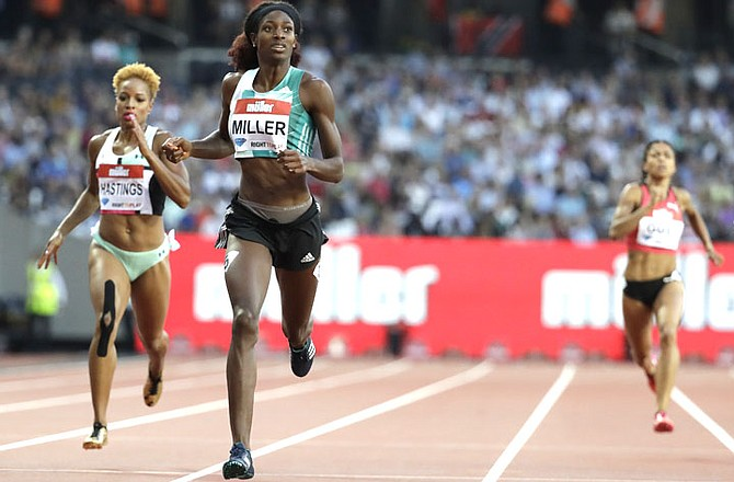 Shaunae Miller (centre) on her way to winning the women's 400 metre race  during
