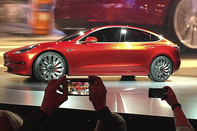 The First Tesla Model 3 Electric Car For Mes Should Come Off Embly Line