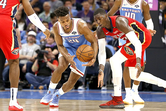 Sacramento Kings guard Buddy Hield, left, intercepts a pass intended for New Orleans Pelicans forward Cheick Diallo. (AP Photo/Rich Pedroncelli)