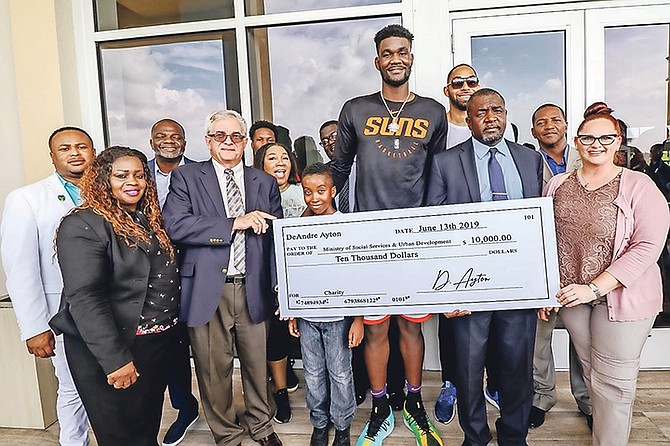 Deandre Ayton hosted a meet-and-greet at Fusion Superplex, and also made a $10,000 donation to the Ministry of Social Services and Urban Development. Photo: 10thYearSeniors.com
