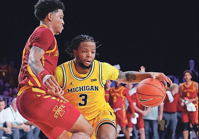 Xavier Simpson in action for Michigan against the Iowa State Cyclones.