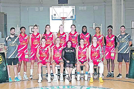 Lashann Higgs, second from far right, with members of her Embutidos Pajariel Bembibre PDM basketball team.